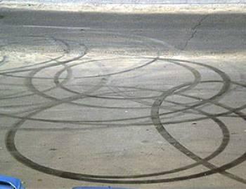 Новый Регион: В Приднестровье владелец ''Ягуара'' ответит за круги на асфальте (ФОТО)