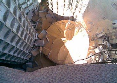 Новый Регион: В Бендерах обрушилась 42-метровая колонна зернового элеватора (ФОТО)