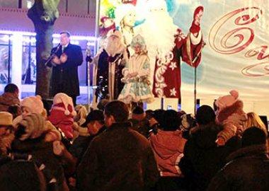 Новый Регион: Главная новогодняя елка Приднестровья сегодня зажгла свои огни (ФОТО)