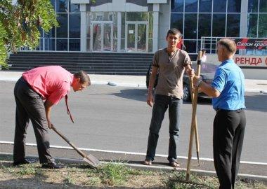 Новый Регион: Приднестровские дипломаты вышли на субботник (ФОТО)