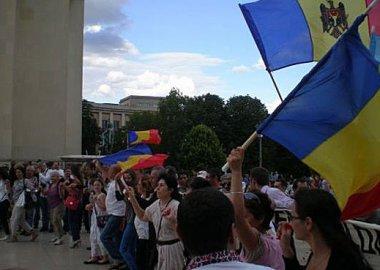 Новый Регион: Молдаване в Париже отметили День независимости своей страны требованием вывести российские войска из Приднестровья (ФОТО)