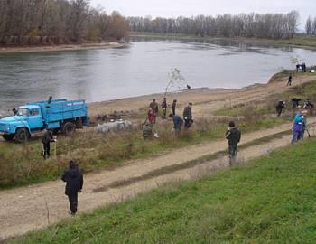 Новый Регион: Участники экологической акции облагородили берега Днестра (ФОТО)